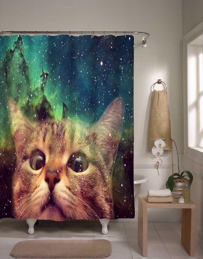 17. Занавеска для ванной с котиком (© etsy) Так и манит прыгнуть скорее в ванну.