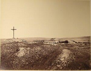 Вид территории Свято-Владимирского мужского монастыря; слева - крест на месте принятия крещения князем Владимиром; на втором плане слева направо строящийся собор Св.Владимира, архиерейский дом, церковь Св.княгини Оль