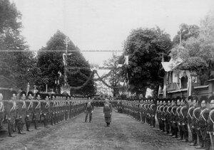 Парадное построение лейб-гвардии Конно-гренадерского полка по случаю 250-летия со дня его сформирования.