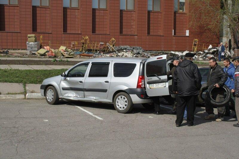 в луганске сожгли машину сепаратистов