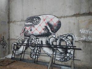 Граффити с осьминогом