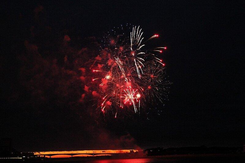 Фестиваль фейерверков-2014 в Кирове. Вид с набережной р. Вятки