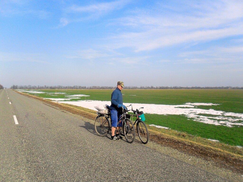 Февраль, моменты похода велосипедного