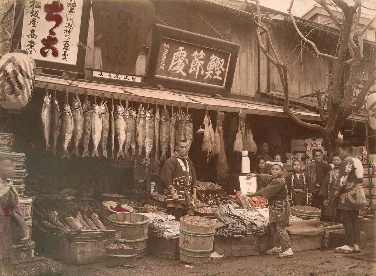 Торговец сушенной рыбой