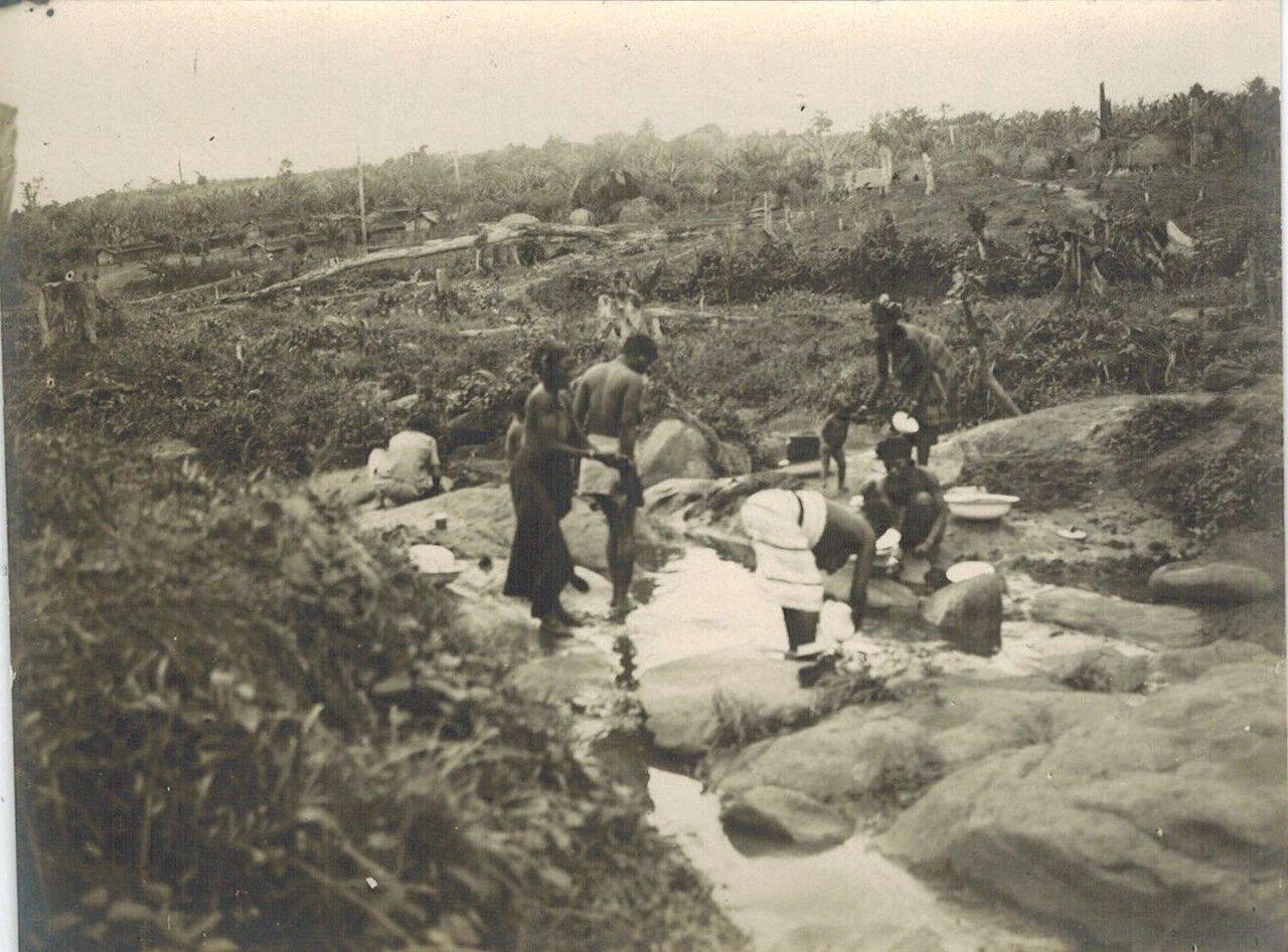 1910-е.  Германская Восточная Африка. Стирка белья
