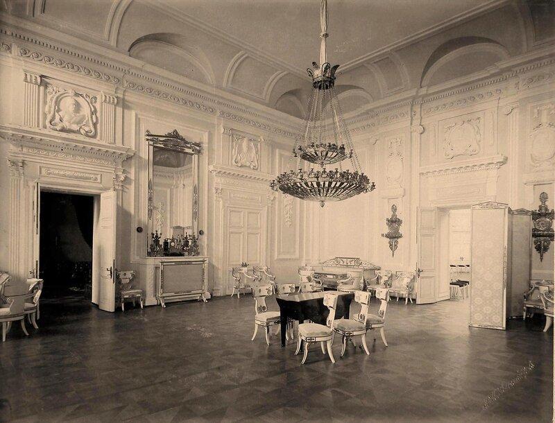 Интерьер одного из залов Петровского путевого дворца