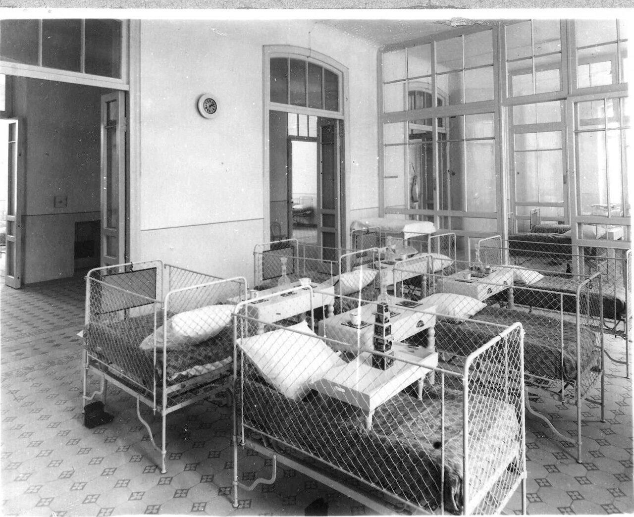 62. Палата для больных в детской клинике женского медицинского института.  1913
