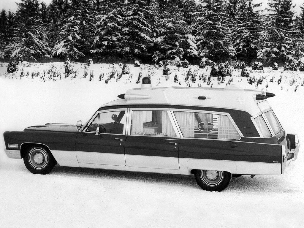 1968_Superior_Cadillac_Rescuer_Ambulance__69890_Z__stationwagon_emergency_classic_2048x1536.jpg