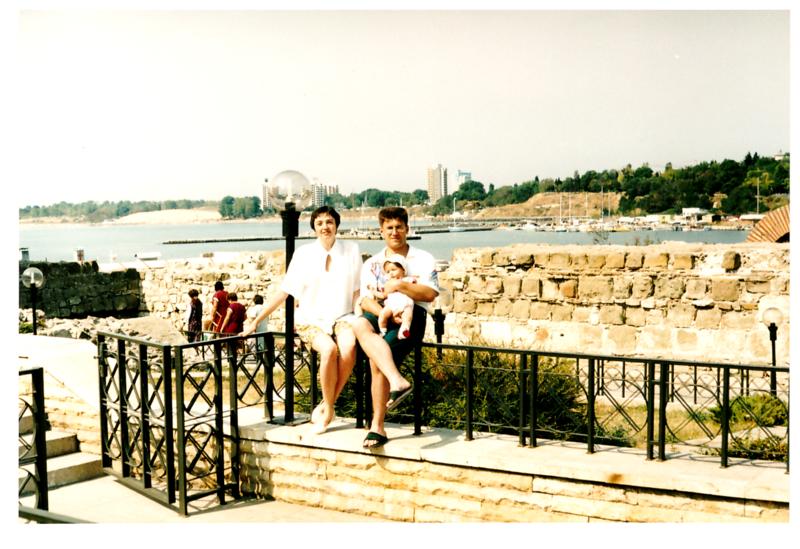 Антон, Ольга и Женя Болгария 1996.png