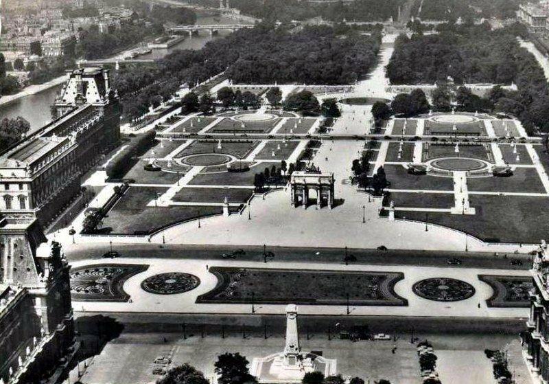 На площади у Триумфальной арки Каррузель