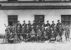 Группа офицеров, ранее служивших в бригаде.