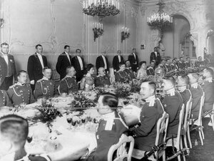 Офицеры полка на обеде у шефа полка великой княгини Марии Павловны  в ее дворце (Дворцовая набережная, 26).