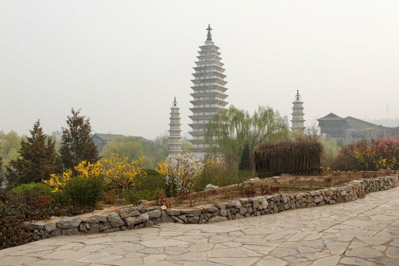 Вид на три пагоды, Парк национальностей, Пекин