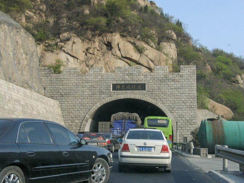 Пробка на въезде в тоннель, Великая китайская стена