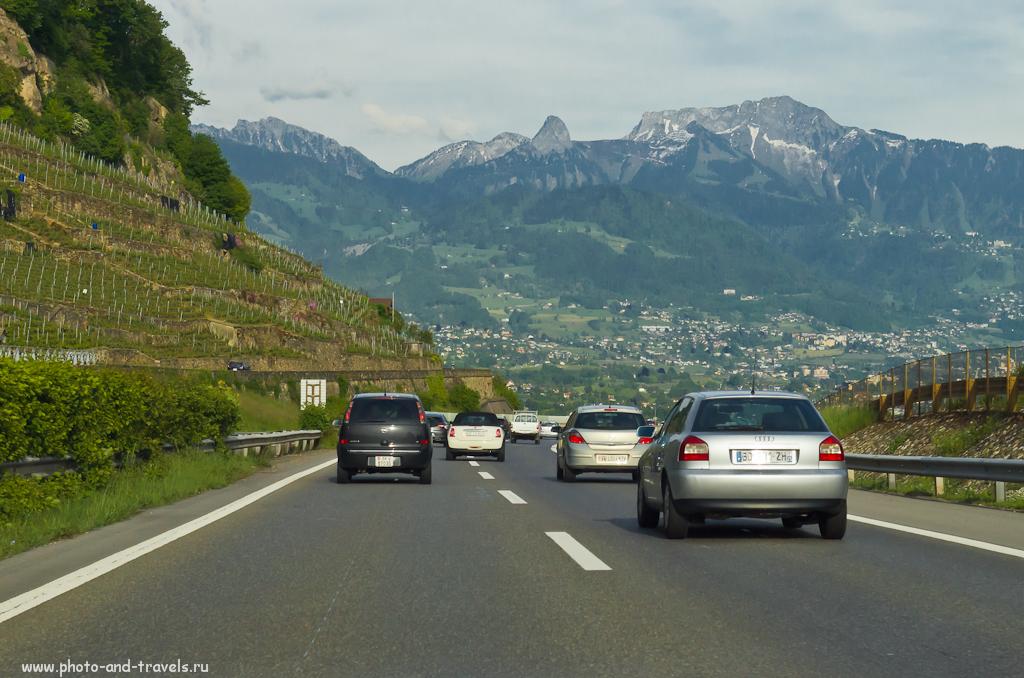 Фото 1. Пейзажи на подъезде к городу Монтрё (Montreux) в Швейцарии. Снято на камеру Nikon D5100 с объективом Nikon 17-55mm f/2.8 через ветровое стекло автомобиля.
