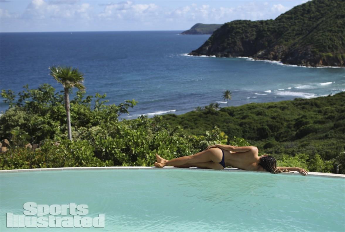 Анастасия Эшли в купальниках Sports Illustrated Swimsuit 2014 - Anastasia Ashley by Adam Franzino in Guana Island