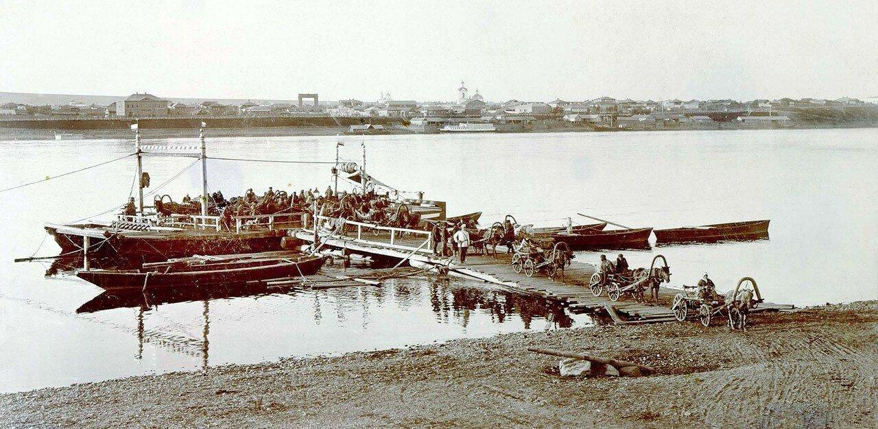 Плашкоут на Енисее (правый берег). 1900