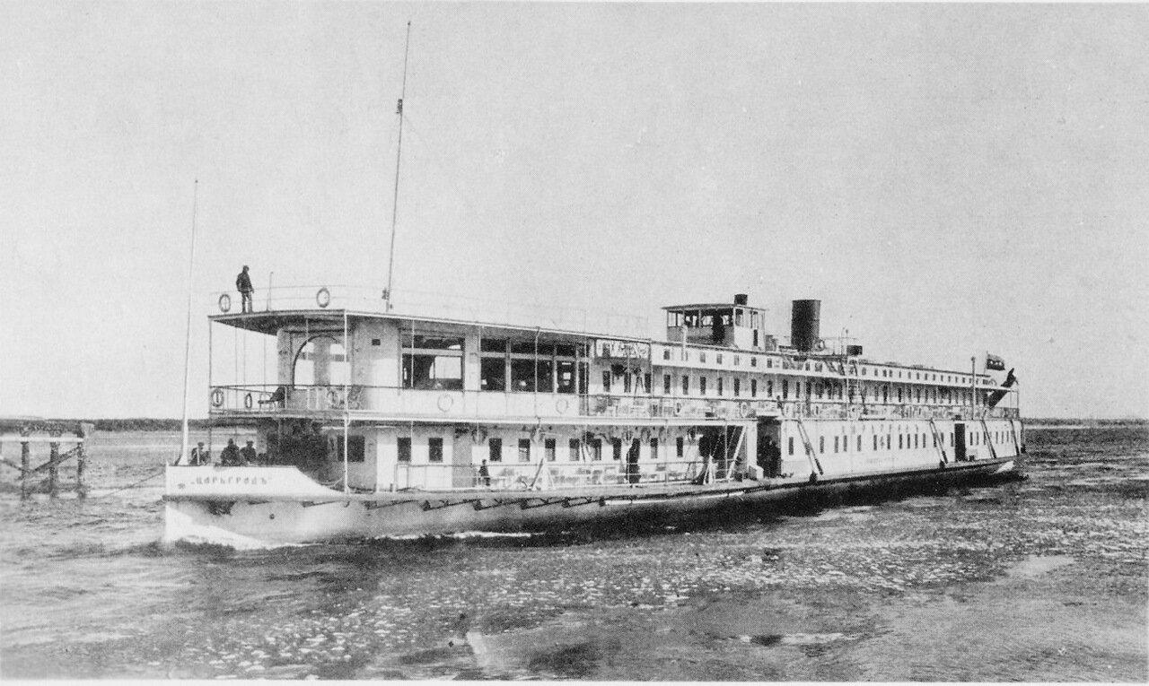 Пассажирское судно «Кавказ» на Волге