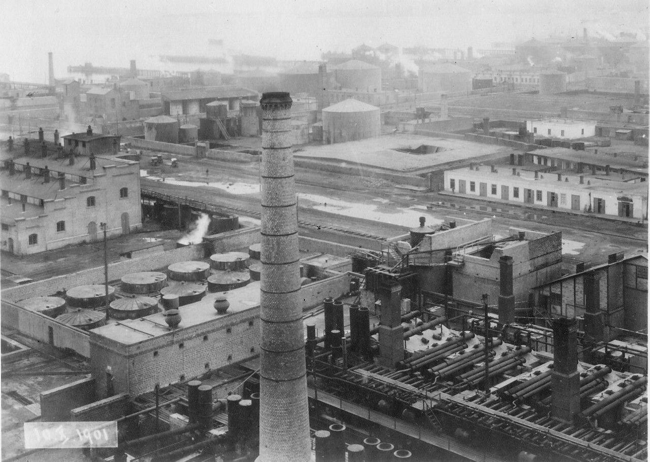 Перегонка нефти на заводе Нобеля в Баку