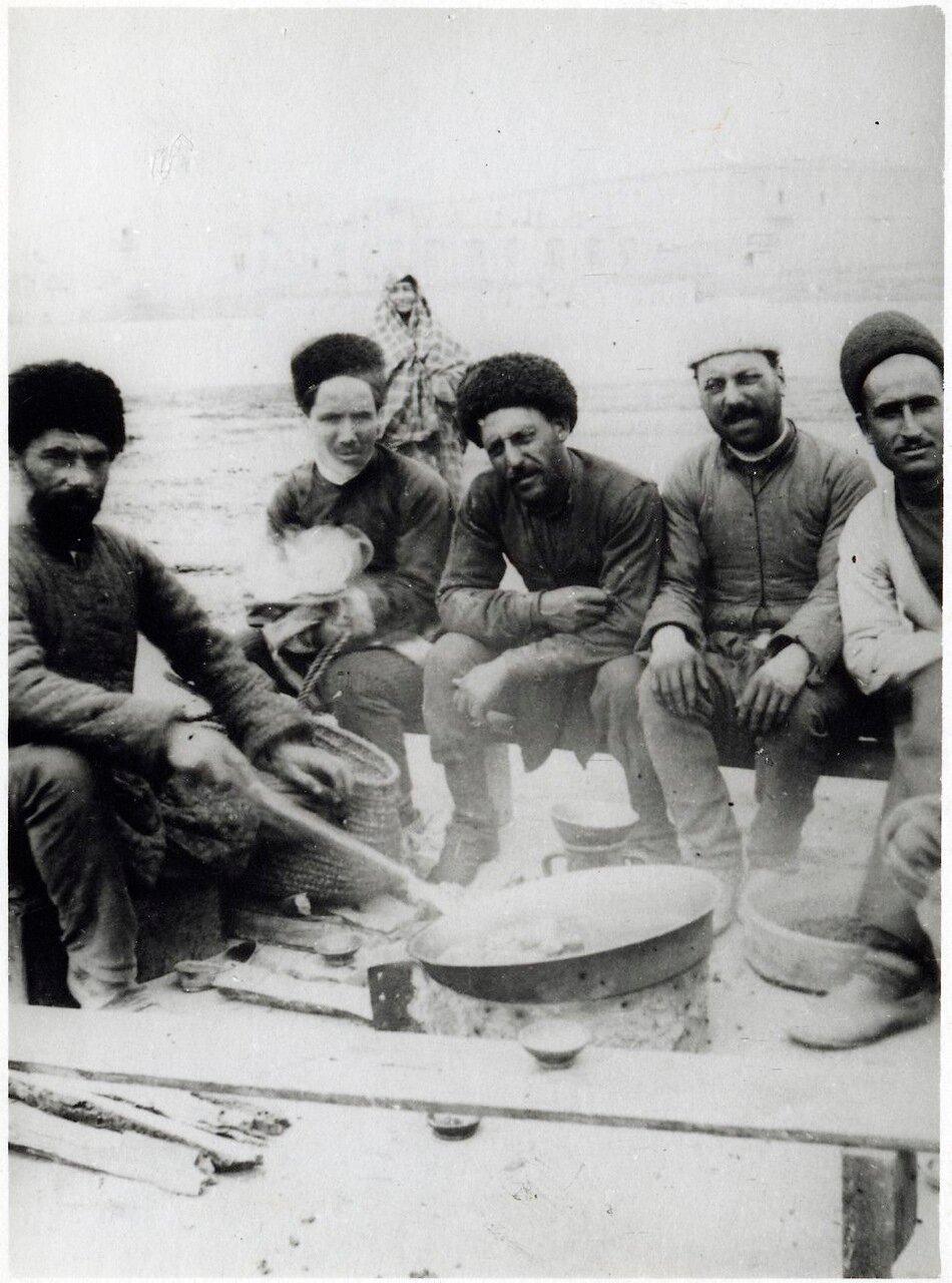 Привал в окрестностях Баку