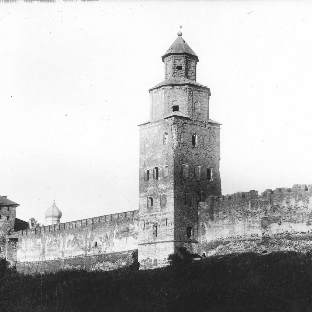 Покровская и Кукуй башни к югу от восточных ворот