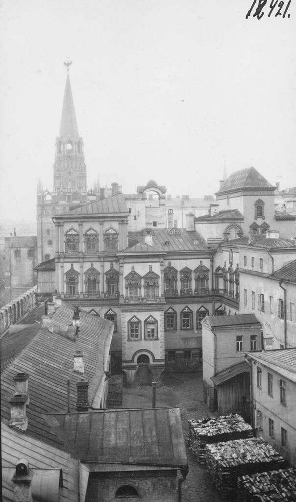 Кремль. Троицкие ворота и Потешный дворец. Прясло между Троицкой и Конюшенной башнями