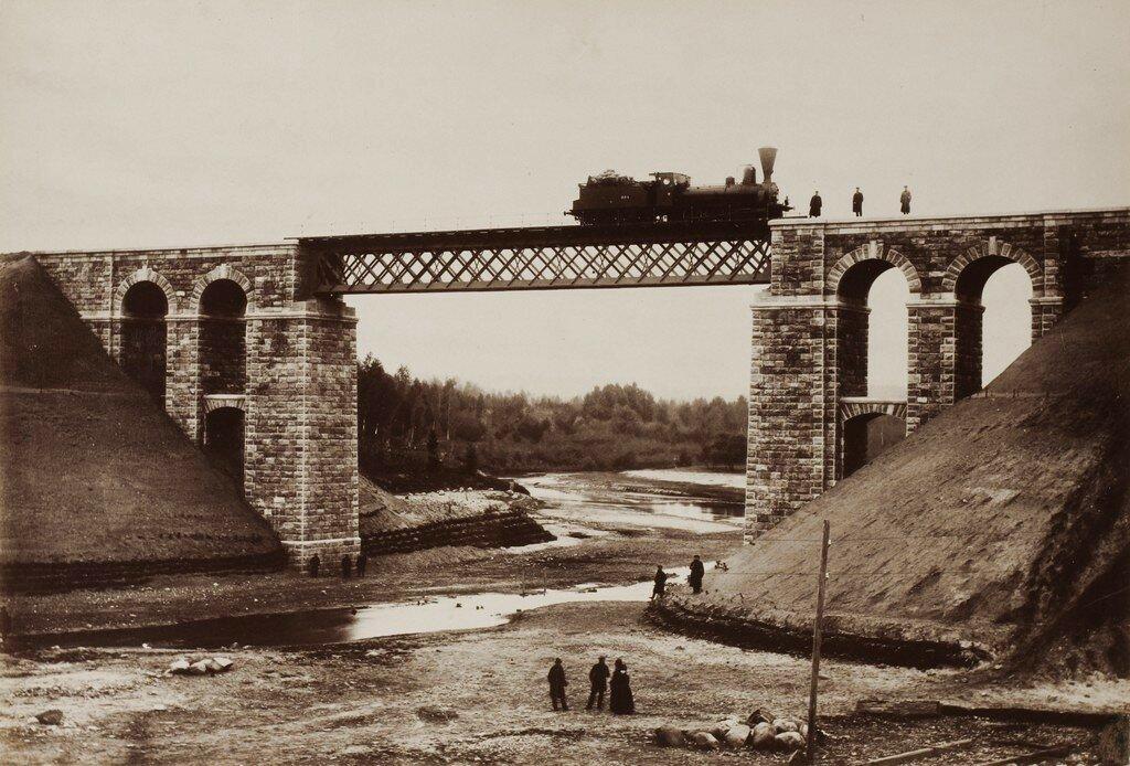 Железнодорожный мост через Рауну после окончания строительства