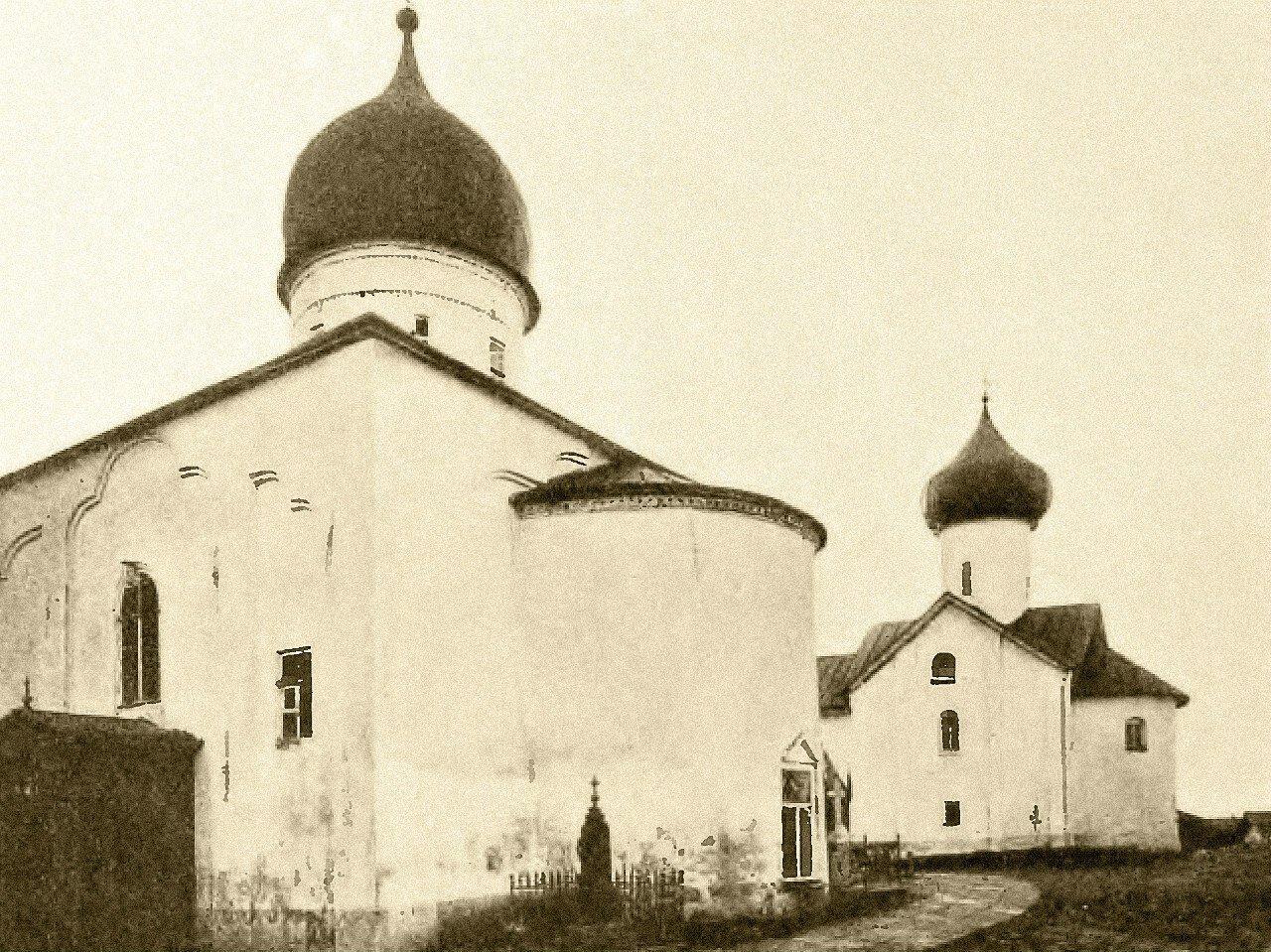 Церкви Покрова Богородицы и Симеона Богоприимца в Зверине монастыре на Софийской стороне Новгорода