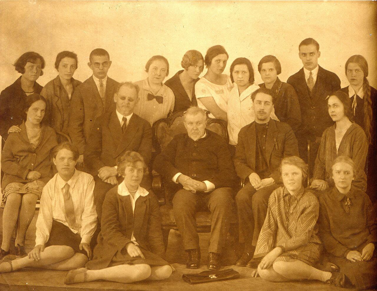 1930-е. Преподаватели и студенты Ленинградского Института инженеров железнодорожного транспорта