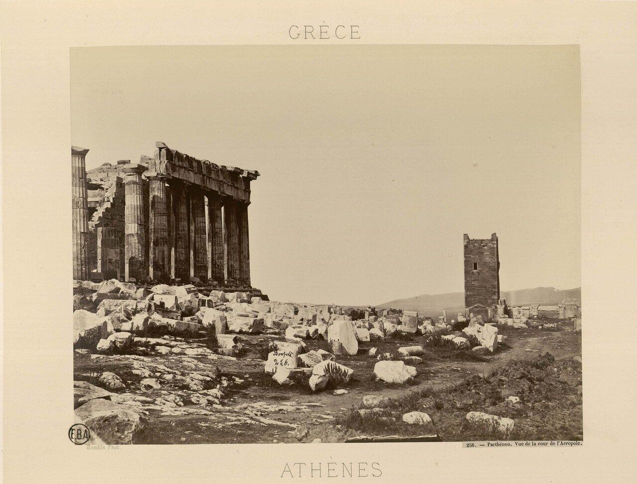 02. Вид на внутренний двор Акрополя