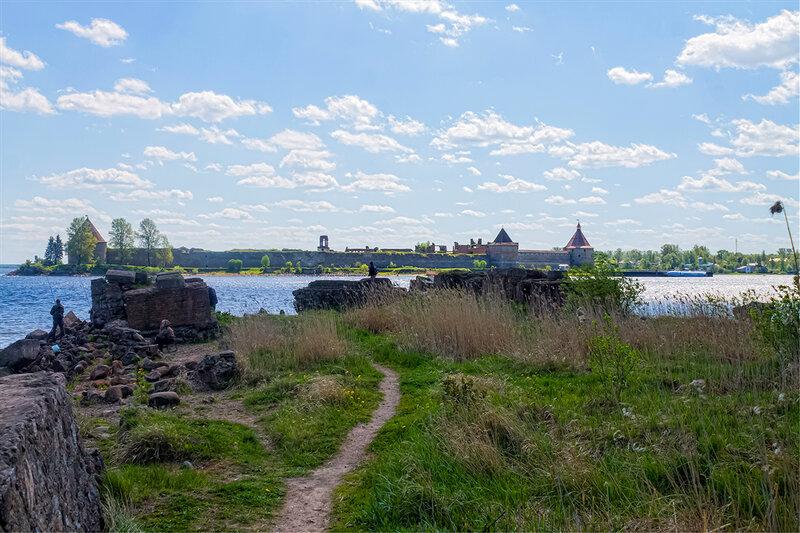 Вид на крепость Орешек с берега