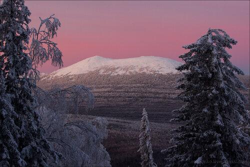 Вид на гору Круглица (хребет Таганай, Челябинская область) со склона Ицыла незадолго до рассвета. Автор фотографии - Евгений Салиенко