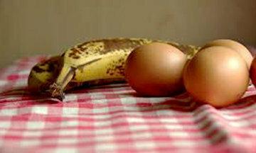 Бананы и яйца для панкейков