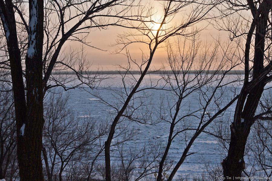 2. На берегу замёрзшего Амура.