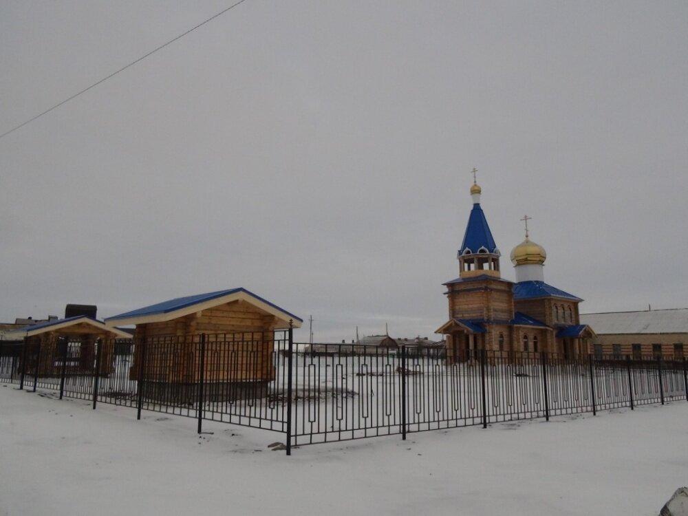 Площадку вокруг храма огородили (06.03.2014)
