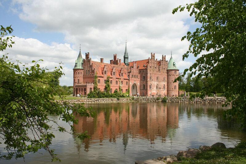 castle EGESKOV.jpg