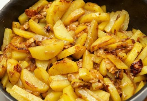 Как пожарить картошку с грибами на сковороде пошаговый рецепт с 129