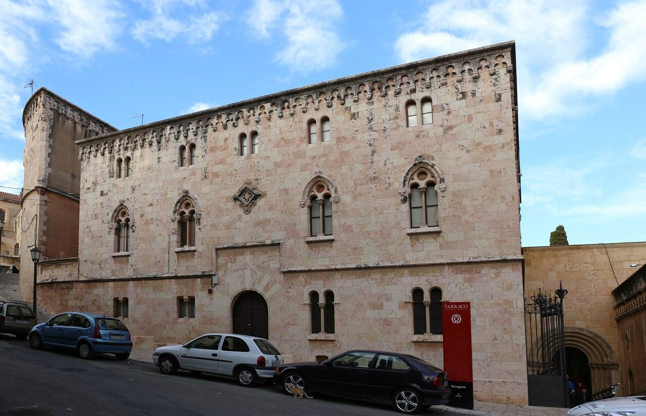 Таррагона. Дом каноников. Cases dels Canonges. Tarragona.