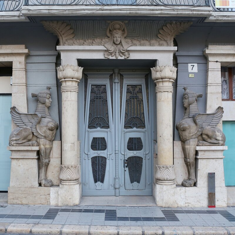 Tortosa, Тортоса, Placa Alfonso XII, Бывшая клиника Сабате, Clinica Sabate, портал, portal