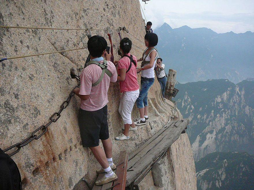 1. Гора Хуашань является одной из пяти священных гор даосизма.