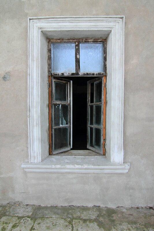 Полуоткрытое окно