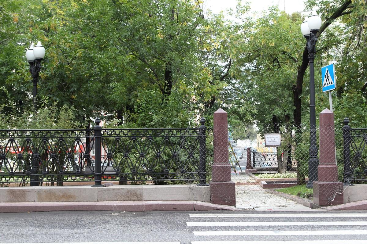 Перекопанный и закрытый Сретенский бульвар на День города 2013