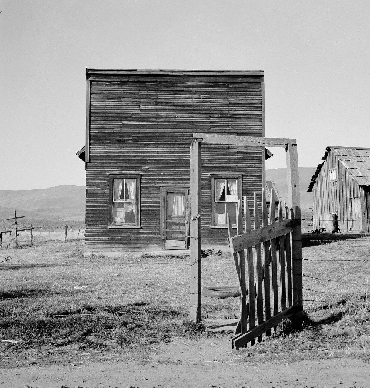 1939. Фермерский салун, ставший временным пристанищем для членов общества самопомощи, Айдахо