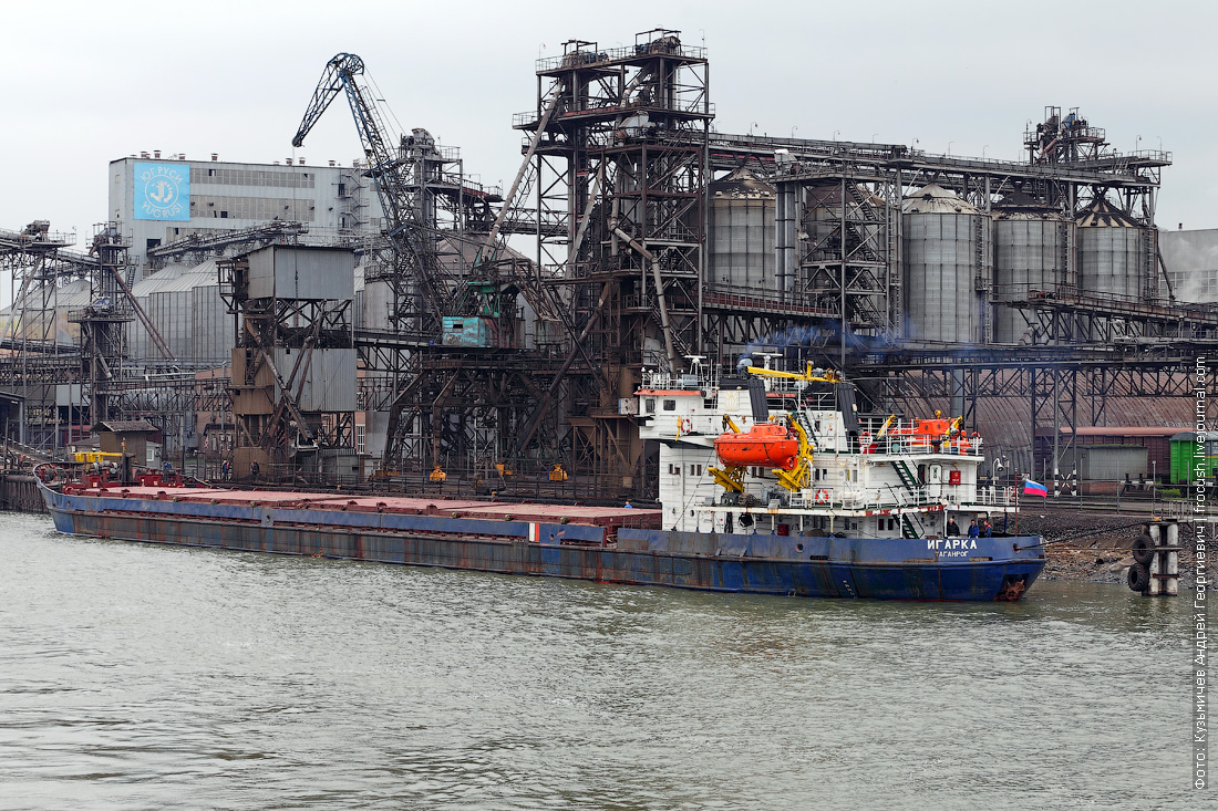 Грузовой порт Ростова-на-Дону. Сухогруз «Игарка» (1986 года постройки). Прошлое название «Омский-36»
