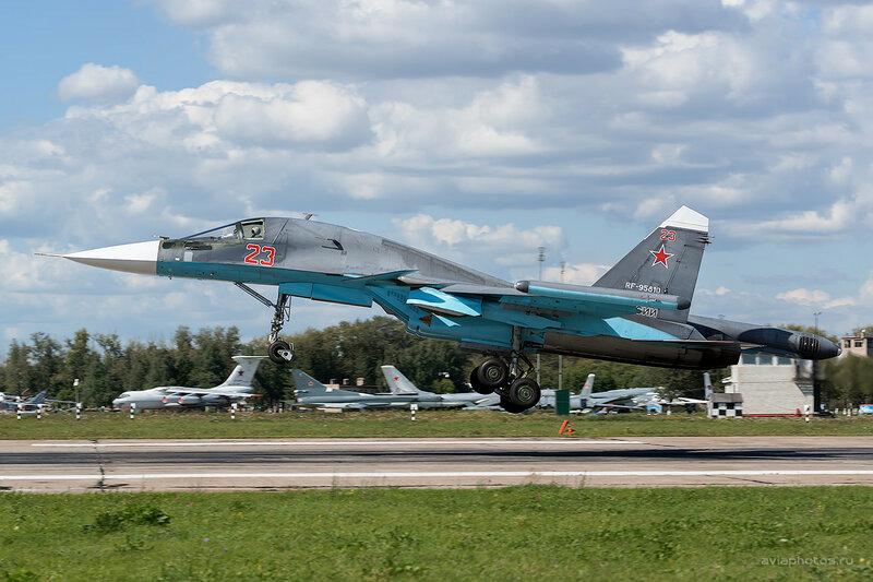 Сухой Су-34 (RF-95810 / 23 красный) D800416