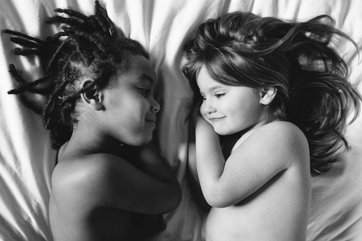 Беляночка и Розочка: две похожие сестренки, родившиеся в разных концах света (19 фото)
