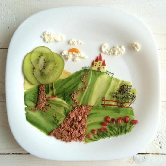 Авокадо нарезать ножом для чистки овощей ивыложить основу картинки. Вкачестве тропы иствола дерев