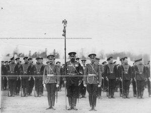 Парад  1-го стрелкового  Его Величества батальона, в центре - знаменосец И.Капустин.