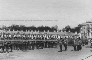 Церемониальный марш  4 батальона  полка во время парада в присутствии императора Николая II.