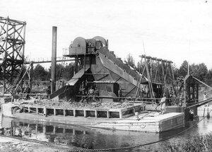 Землечерпалка  на  Ладожском канале.